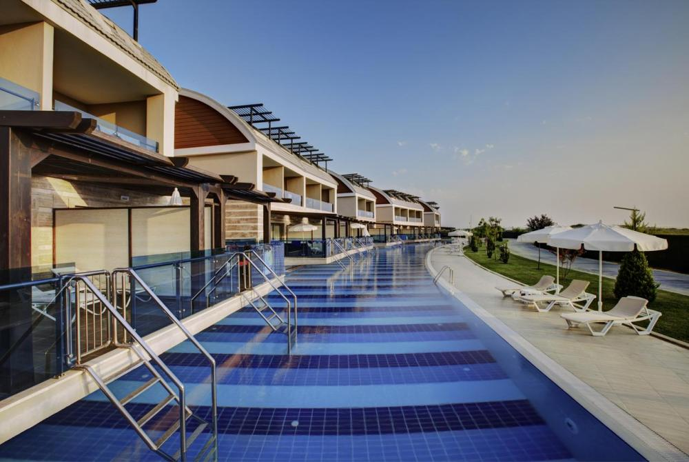 Hotel with private pool - Jacaranda Hotels Side
