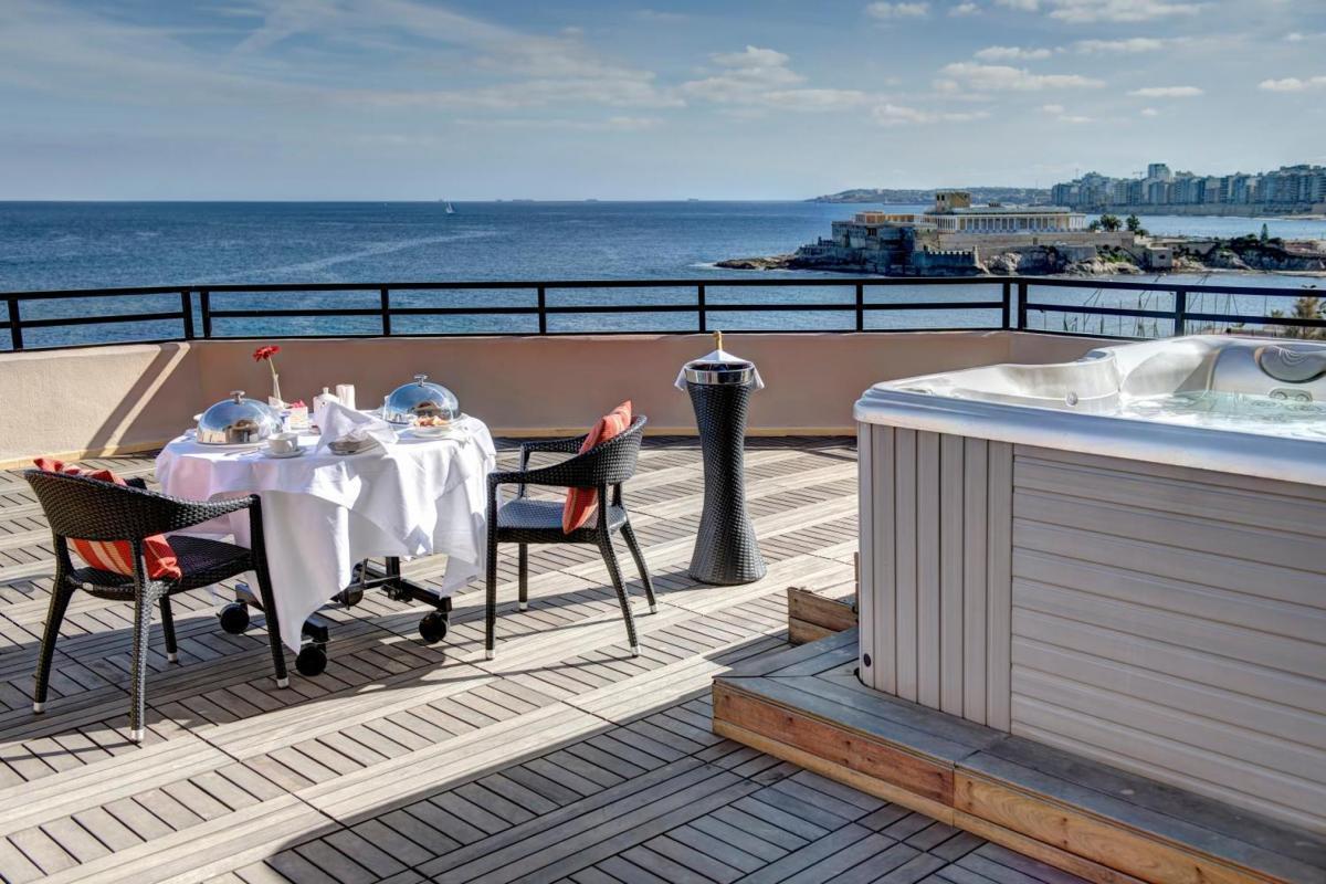 Hotel with private pool - Radisson Blu Resort, Malta St. Julian's