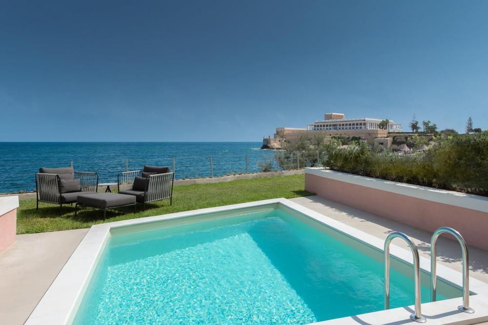 Hotel with private pool - The Westin Dragonara Resort