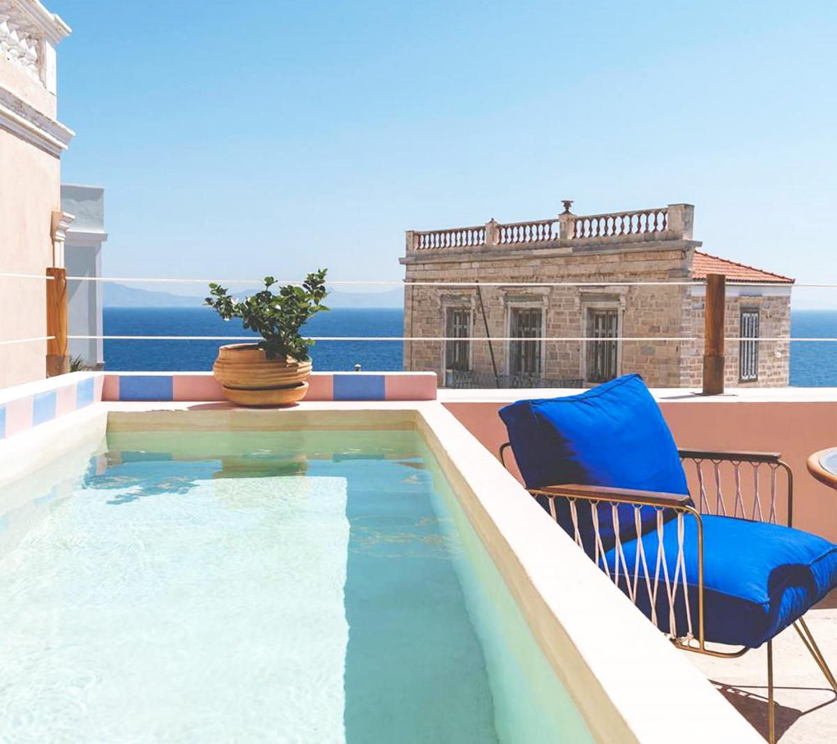 Hotel with private pool - Aristide Hotel