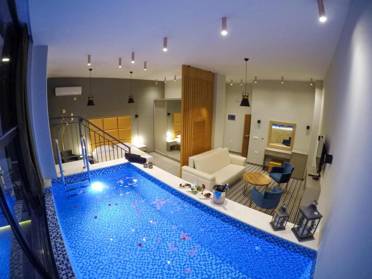 Hotel with private pool - AM Palace