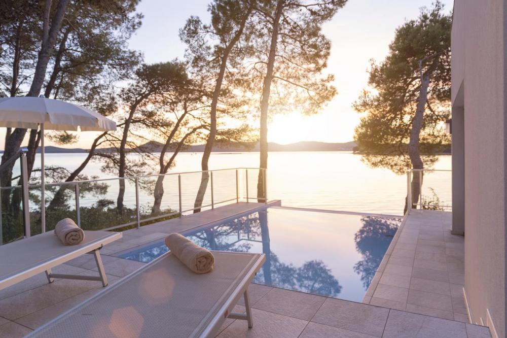 Hotel with private pool - Crvena Luka Resort