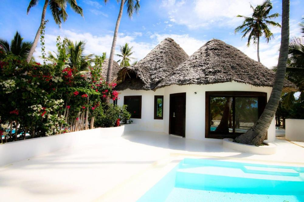 Hotel with private pool - Blue Moon Resort