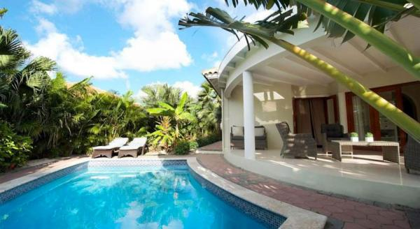 Hotel with private pool - ACOYA Hotel Suites & Villas
