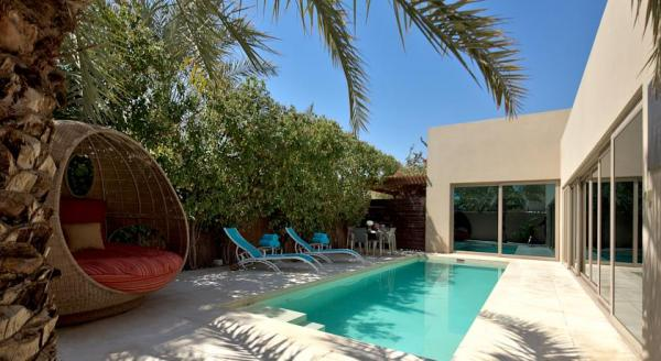 Hotel with private pool - Per Aquum Desert Palm