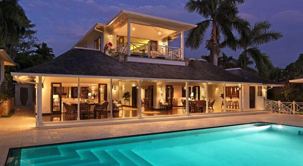 Hotel with private pool - Round Hill Hotel & Villas