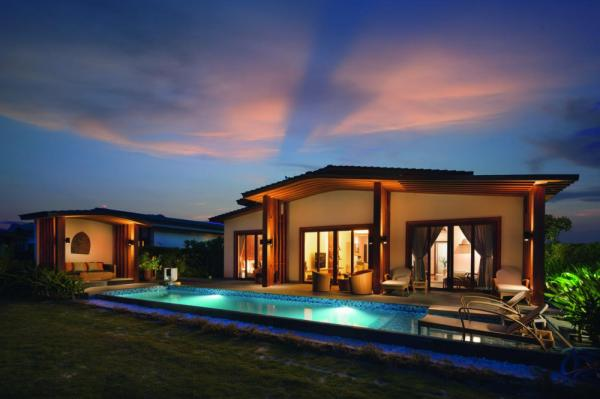Hotel with private pool - Mövenpick Resort Cam Ranh