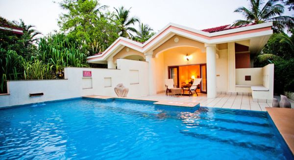 2 amazing hotels with private pool rooms in india luxury rooms villas for Resorts in goa with private swimming pool