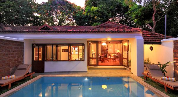Hotel with private pool - Coconut Lagoon