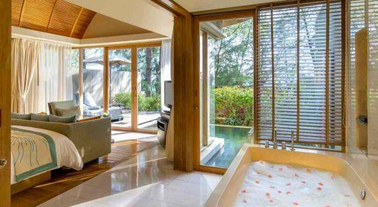 Hotel with private pool - Renaissance Phuket Resort & Spa