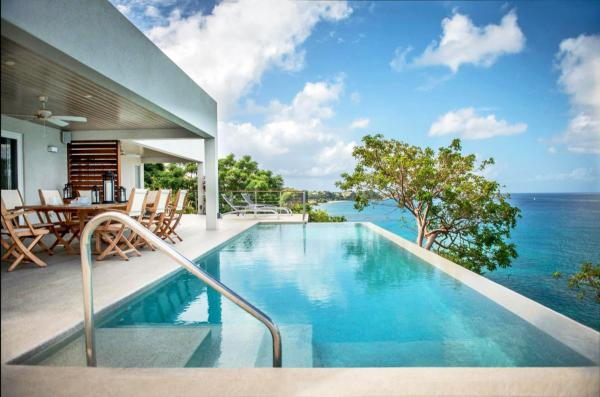 Hotel with private pool - Laluna