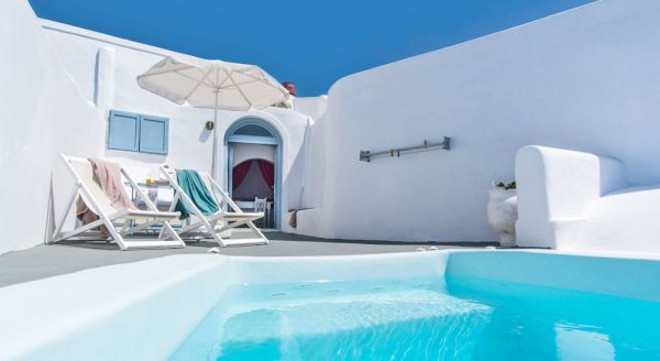Hotel with private pool - Ilioperato