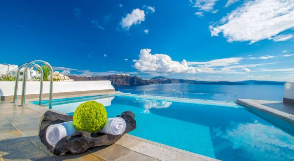 Hotel with private pool - Santorini Secret Suites & Spa