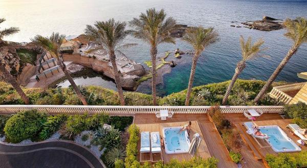 Hotel with private pool - Grand Hotel Minareto