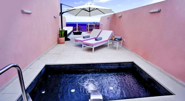 Hotel with private pool - Sir Anthony