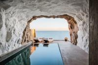 Hotel with private pool - Acro Suites - A Wellbeing Resort