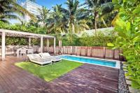 Hotel with private pool - W South Beach